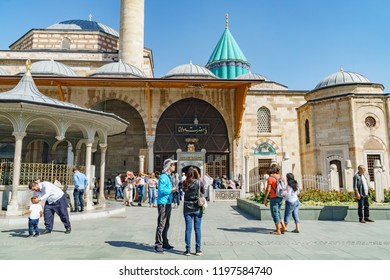 People visiting the tomb of mevlana rumi in Konya in Turkey 24 september 2018