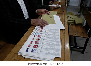 People vote in Turkish general elections at a polling station in Istanbul, Turkey on Nov. 1, 2015