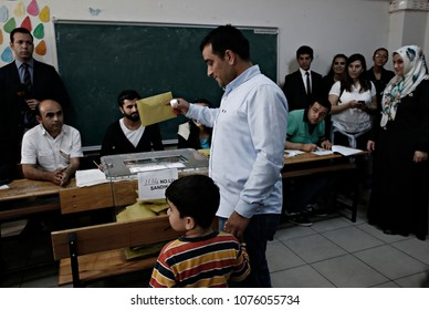 People vote in Turkish general elections at a polling station in Istanbul, Turkey on Jun. 7, 2015
