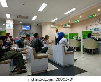 People who are queuing for service claims for employment. Bogor, March 11, 2019