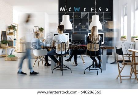 Fußboden Modern Talking ~ People working modern creative work environment stockfoto jetzt