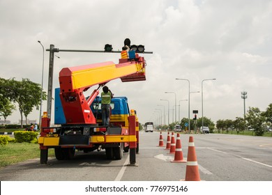 people is working on crane for install new traffic ligh