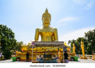 People worship big Buddha statue (Public areas)