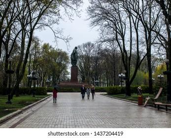 Pepole are walking on the way in Tarasa Shevchenko park (Kyiv Kiev Ukraine 12.04.2019 14:49:17)