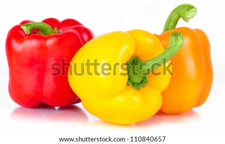 pepper three sweet red, orange, and yellow with bright green ������?��?���²���¾���»���¾���¼ with white light and the water drops diet pepper, isolated on white background