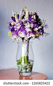 Perfect bridal bouquet for colorful wedding day with natural flowers.