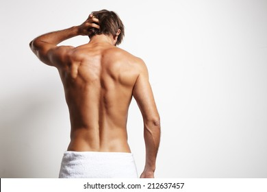 perfect fit man from the back in the white towel