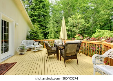 Perfect furnished deck with nice scenery.