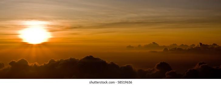 A perfect sunset - Top of Haleakala Volcano - Maui, Hawaii