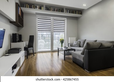 Small Living Room Table Couch Television Stockfoto (Jetzt ...