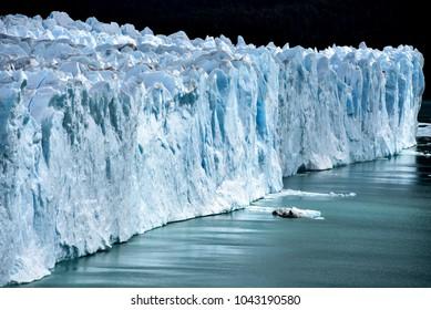 Perito Moreno Glacier on Lago Argentino, El Calafate, Parque Nacional Los Glaciares, Patagonia, Argentina, South America