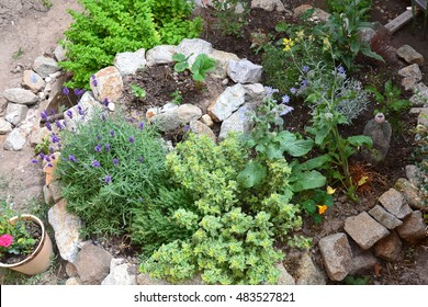Permaculture element: Herb spiral