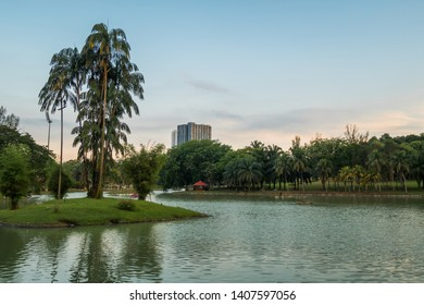Permaisuri Lake Garden is one of the famous park in Cheras, there is a pathway for people to jogging and exercise and it just along the lake. It also known as Taman Tasik Permaisuri.