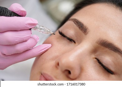 Permanent eyeliner tattoos enhancement coloring in spa professional service