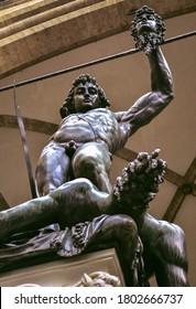 Perseo decapita Medusa en una famosa escultura florenciaria