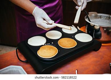 Person bakes pancakes