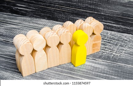 the person leaves / stands out from the crowd. leadership in the business team. a talented worker. special opinion. the chosen one among others. Promotion. Concept of search for worker. recruiting