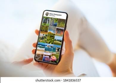 Person, die Natur- und Landschaftsfotos auf dem Handy anschaut
