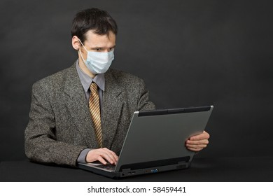 Person protected medical mask when working in Internet