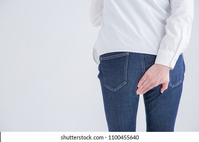 The person who holds the buttocks