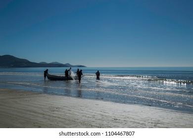 Pescadores em Itapema - SC.