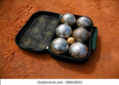 Petangue kit on the field