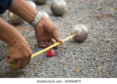 Petanque game,measuring the distance