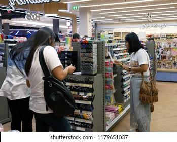 PETCHABURI, THAILAND-14 JULY 2018:People choosing stationery in B2S bookstore at Robinson Lifestyle Petchaburi.