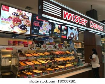 PETCHABURI, THAILAND-3 FEBRUARY 2019:People buying in Mister Donut store at Robinson Lifestyle Petchaburi.