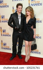 Peter Facinelli and Elizabeth Reaser at the 2009 MTV Movie Awards Arrivals. Gibson Amphitheatre, Universal City, CA. 05-31-09