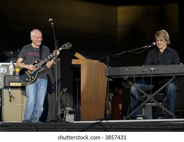 Peter Frampton onstage with keyboard player Rob Arthur during his 2007 Summer tour.