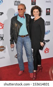 "Peter Weller & wife Shari Stowe at the season 6 premiere of ""Sons of Anarchy"" at the Dolby Theatre, Hollywood. September 7, 2013  Los Angeles, CA"