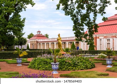 Peterhof, Russia. 08 aug 2019. View of the Park in the Palace complex Peterhof in Russia.