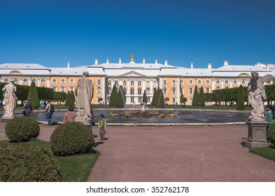 PETERHOF,SAINT-PETERSBURG,RUSSIA-JUNE 5, 2015: Upper Garden, Peterhof, St. Petersburg