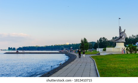 PETROZAVODSK, KARELIA/RUSSIA - AUGUST 18, 2016: Evening view of the embankment of the city of Petrozavodsk.