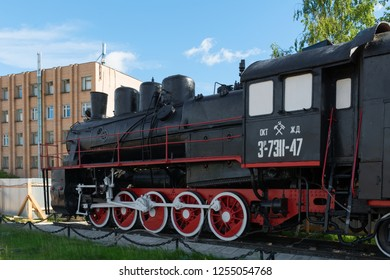 "PETROZAVODSK, RUSSIA - JUNE 23, 2018: Locomotive-Monument Er 738-47 built at the Bryansk machine-building plant ""Krasny Profintern"" in 1935"