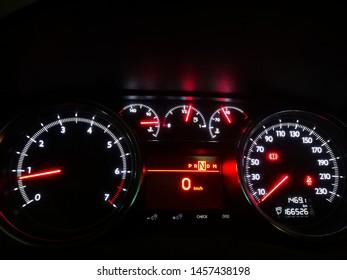 Peugeot 508 in dash meter