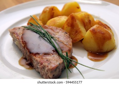 Pfaelzer Saumagen, stuffed pig's stomach (speciality from the Palatinate, Germany) with potatoes