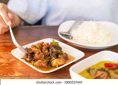 Phad Phed Pla Duk ,Stir fried Deep fried Catfish with Curry Paste