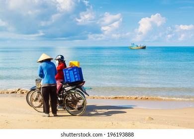 PHAN THIET, VIETNAM- MAY 01: Woman buy and sell fresh fish on the beach, Viet Nam, May 01, 2013