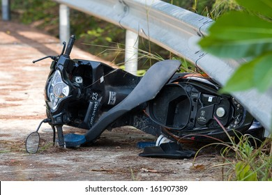 PHANGAN - FEBRUARY 25: Motorcycle accident that happened on the road on February 25, 2013 in Koh Phangan , Thailand .
