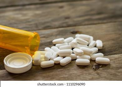 pilules d'opiacés pharmaceutiques déversées