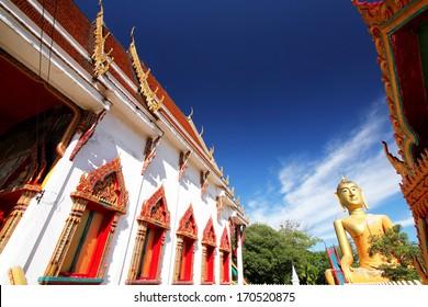 PHATHUMTHANI-THAILAND-JUNE 29 : A big golden Buddha statue in Thai temple, Buddha is the worship of Thai Buddhist on June 29 2013, Phathumthani Province, Thailand