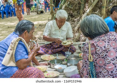 PHATTHALUNG, THAILAND - April 8, 2018 : Old women are picnic at Klong Ban Kham, canal in the forest at Srinagarindra District, Phatthalung.
