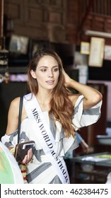 PHETCHABURI,THAILAND-AUGUST 2,2016: Ms. Madeline Cole Miss World Australia 2016 learning thai dessert  with pastry chef on concept travel in  Womenâ??s journey Thailand 2016,2016 in Phetchaburi,THAILAND