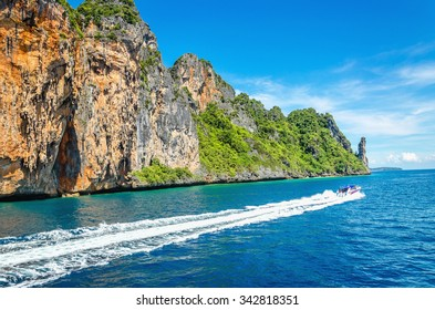 Phi Phi archipelago, a group of islands in the Andaman Sea in Thailand, without a doubt the most beautiful in the world, attracts millions of tourists
