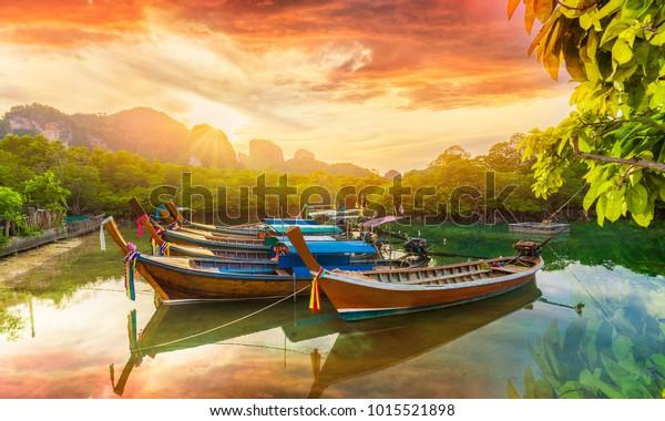 Isola di Phi Phi al tramonto, Thailandia