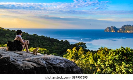 Phi Phi Island viewpoint / chilling in the sunrise
