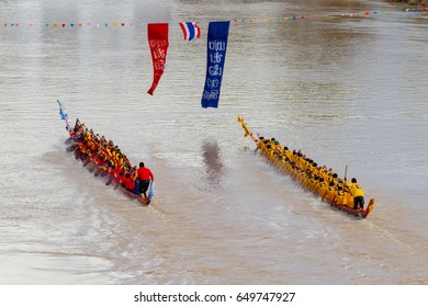 Phichit / Thailand - August 27 2016: [Phichit Long Boat Racing Festival, Thailand Traditional Rowing team boat race].