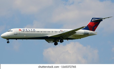 Philadelphia, PA - August 8th, 2018: A Delta Airlines Boeing 717 Landing